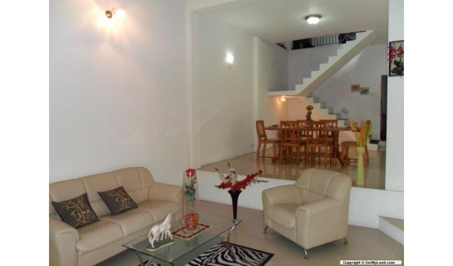 ... House 300 Meters to Colombo Road.(10 million) Negotiating O (Price: Rs